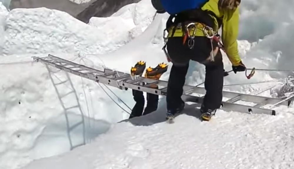 Video: un rescate en la cascada del Khumbu