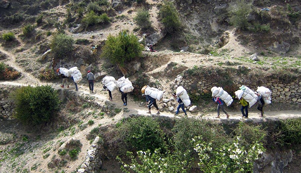 Se retiran más de 32.000 kilos de basura del Everest