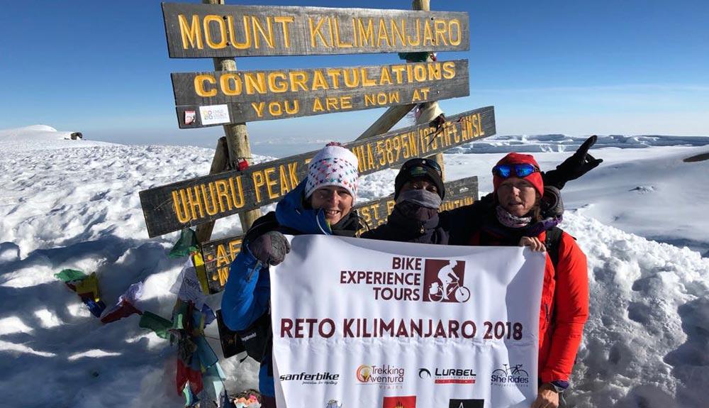Ruth Moll, primera mujer europea en hacer cima en el Kilimanajaro en bicicleta