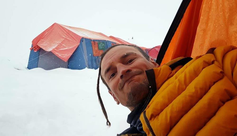 Adam Bielecki hace cima en el Gashebrum II