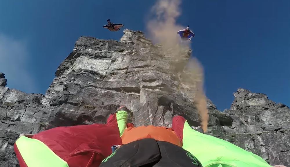 Salto BASE desde el Troll Wall de Noruega