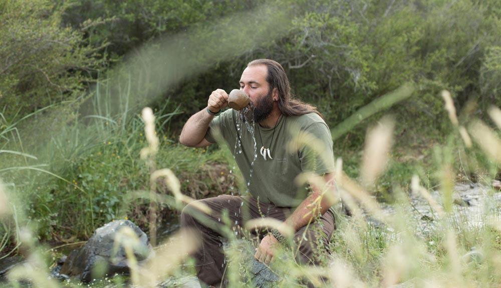Cómo encontrar y tratar agua en la naturaleza