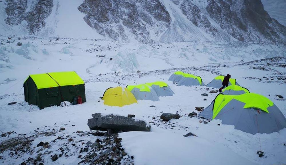 No hay colaboración entre las expediciones en el K2