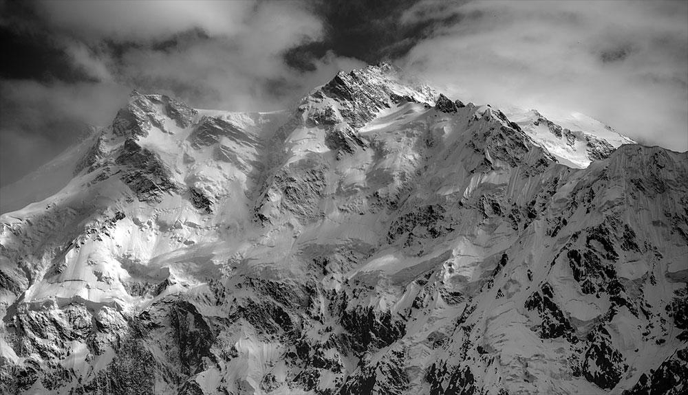 Nardi, Ballard y una montaña solitaria