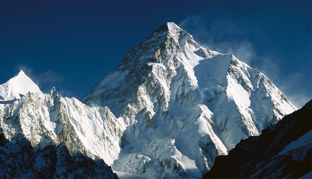 Alex Txikon avanza en el K2