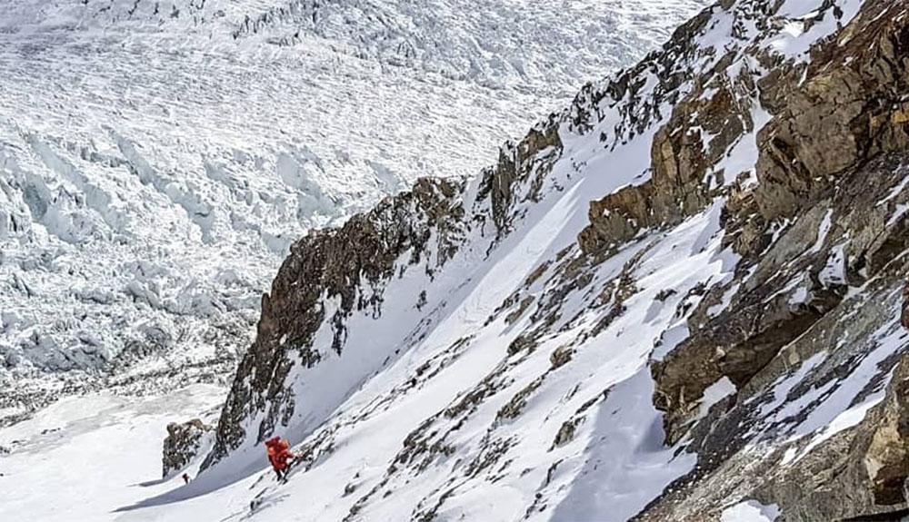 El viento frena a Alex Txikon a 7.000 metros