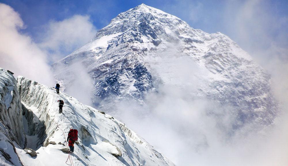 ¿Qué hacer con los cadáveres del Everest?