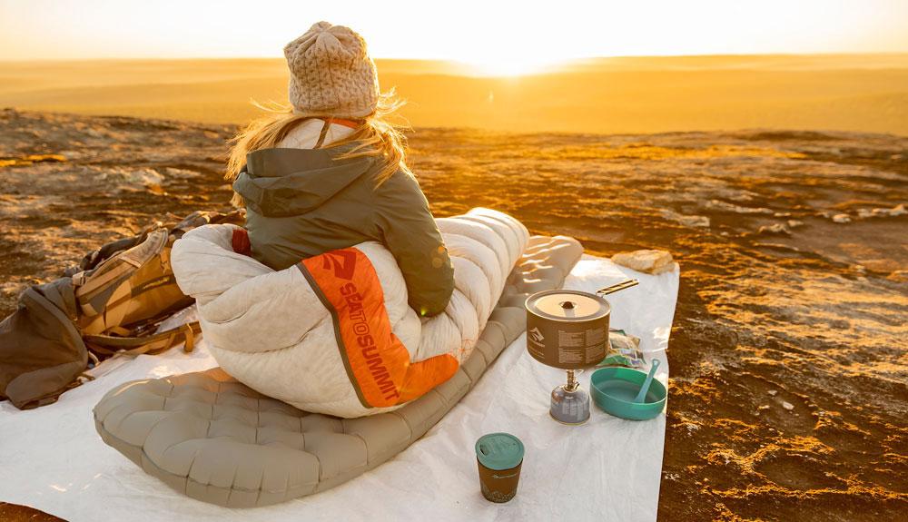 Solo para mujeres: así es la gama de colchonetas y sacos de dormir de Sea to Summit