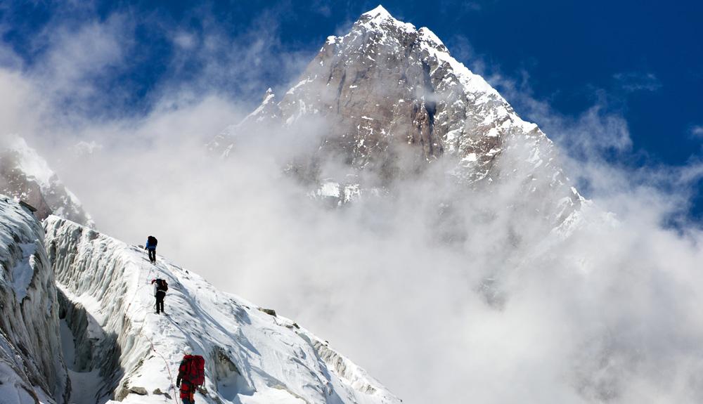 ¿Cómo es atravesar la Cascada de Hielo del Khumbu?