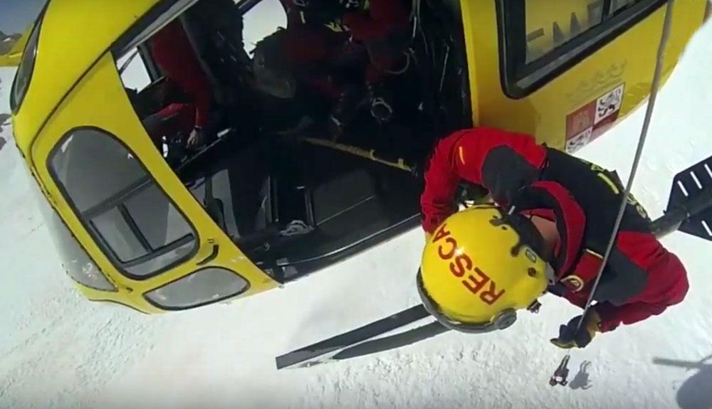 Impresionante vídeo del rescate de una montañera en el Llambrión