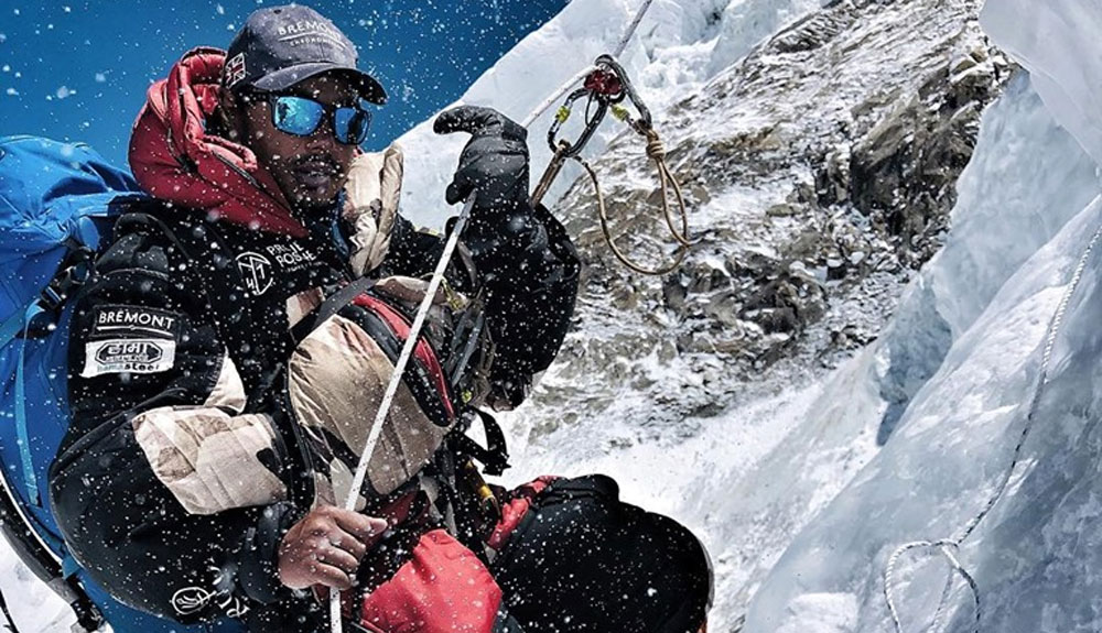 Nirmal Purja vuela al Kangchenjunga para intentar la cima