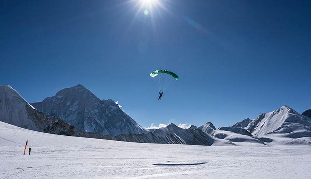 Con paracaídas a 6.000 metros