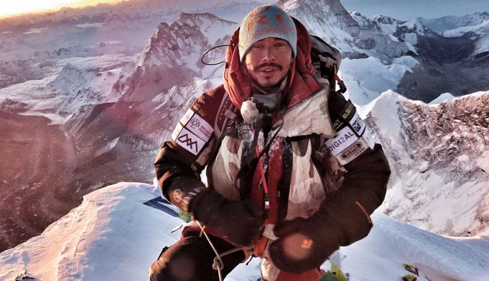 Nirmal Purja escala el Everest y el Lhotse en el mismo día
