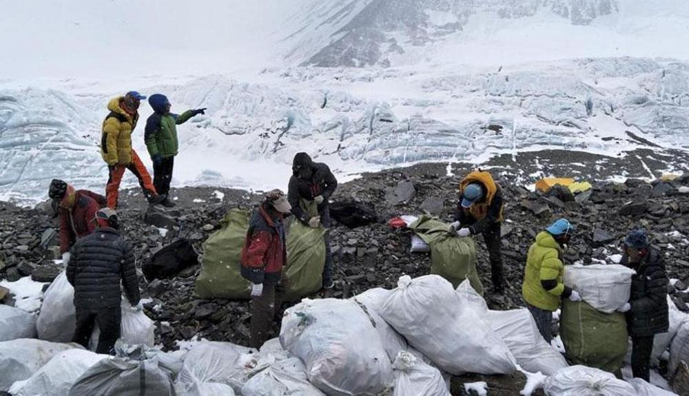 10 toneladas de basura recogidas en el Everest este año