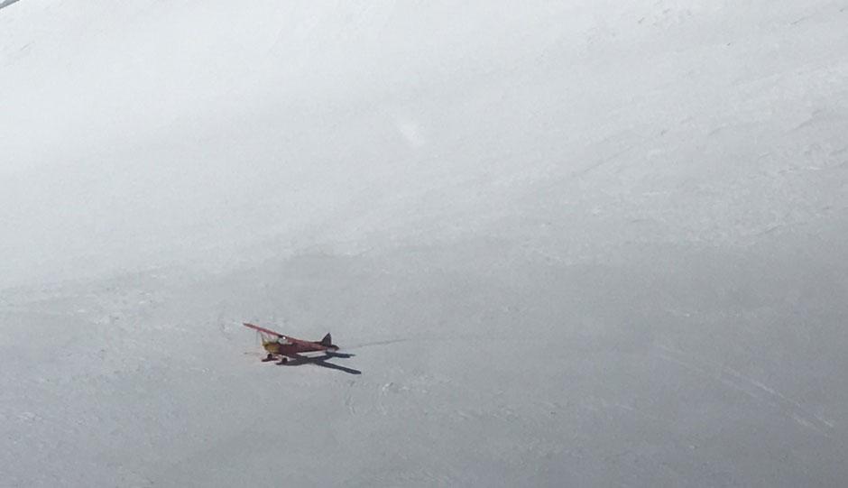 Dos montañeros tratan de llegar a la cima del Mont Blanc... ¡en avioneta!