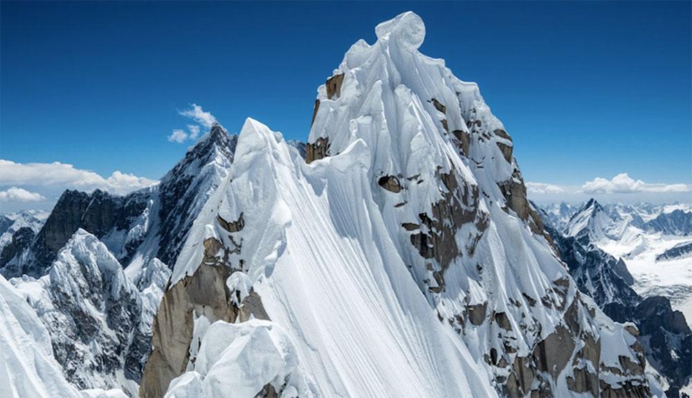 Primera ascensión del Link Sar (7.041 m)