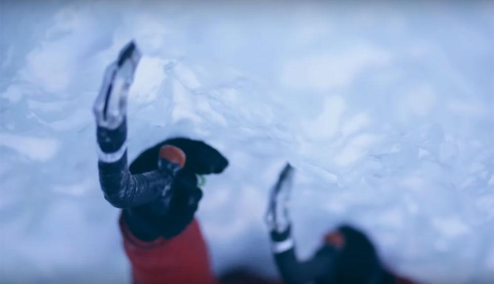 Asusta verlo: así colapsa una cascada de hielo