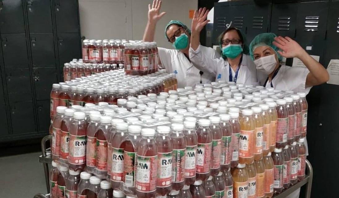 RAW Superdrink entrega 18.000 botellas a los Hospitales de España