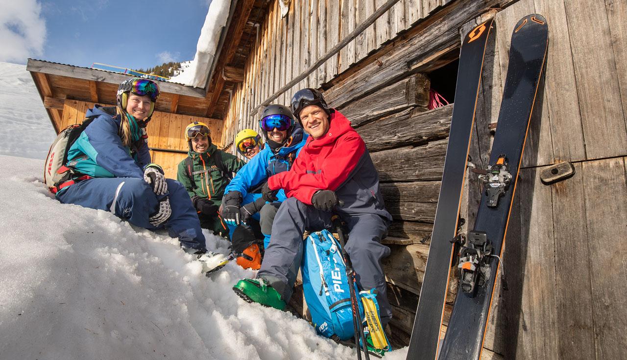 El grupo en compañía del guía de montaña y esquí  Björn Heregger, freerider del equipo Salewa